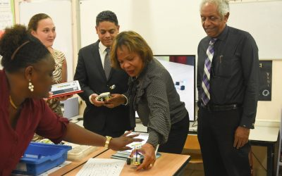 Ministers enthousiast over STEM onderwijs op Curaçao!